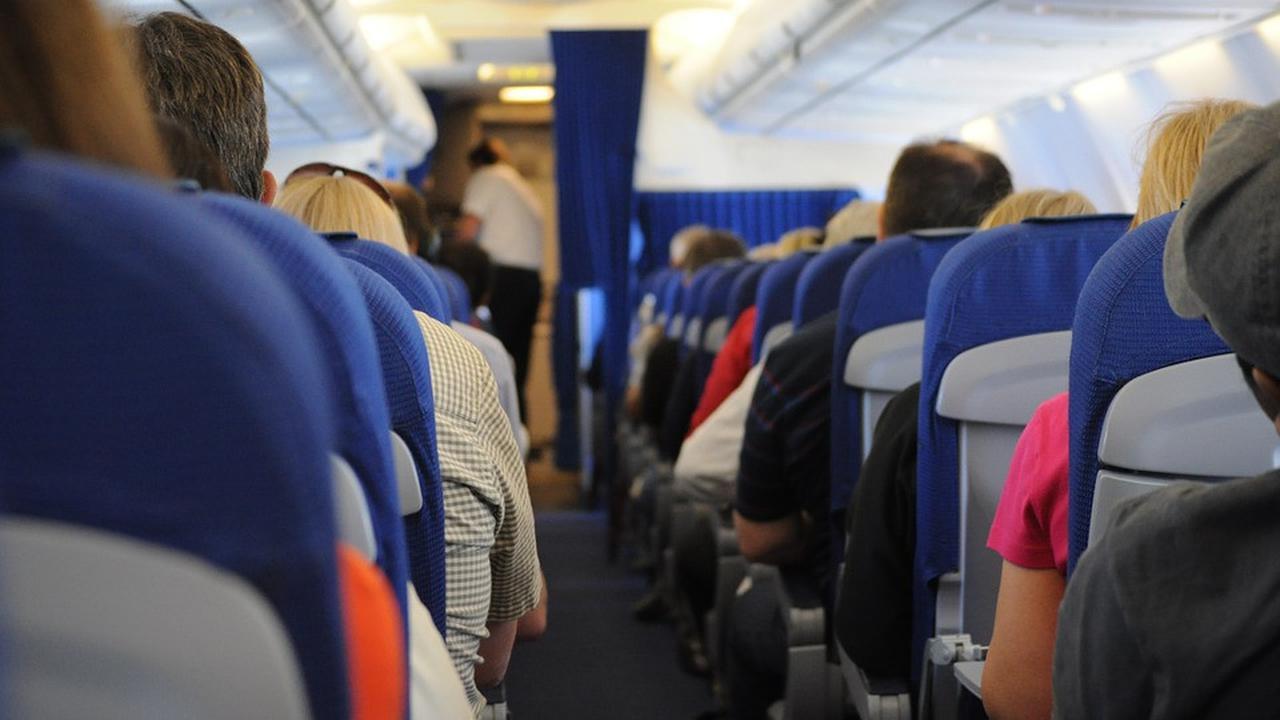 tips aman naik pesawat saat pandemi