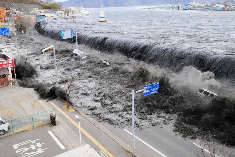 panduan menghadapi bencana tsunami